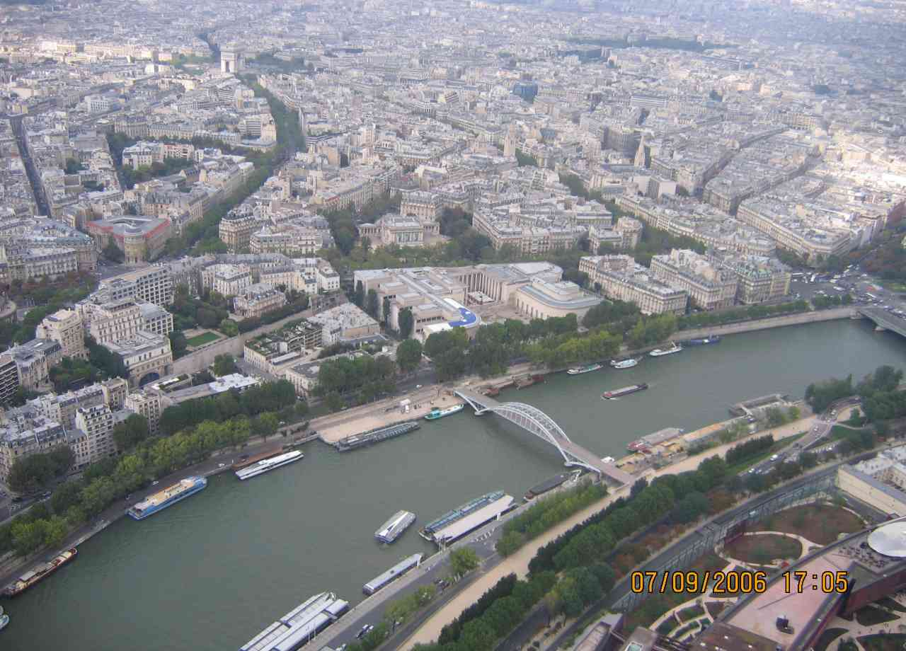 Cidade de Paris, vista panoramica do alto da Torre Eiffel.